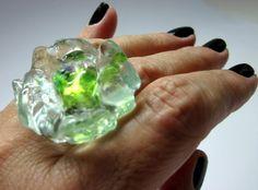MAXI ANEL de vidro  transparente/ verde  Base metal n 20 Ajustável   3,5 cm diam    MAIS ANÉIS DE VIDRO EM:  http://www.elo7.com.br/glassbijoux/  .  . R$35,00