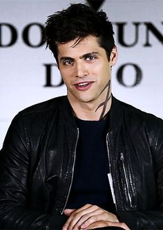 """Alec Lightwood ludi-lin: """"Is it all roses and daises for Malec? Shadowhunters Series, Shadowhunters The Mortal Instruments, Matthew Daddario, Hot Actors, Actors & Actresses, Shadowhunter Alec, Alec And Jace, Cassandra Clare Books, Alec Lightwood"""