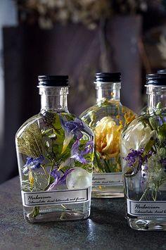 Mini Bottles, Liquor Bottles, Glass Bottles, Scottish Shower, Soft Natural Makeup, Homemade Essential Oils, Flower Bottle, Creative Gift Wrapping, Aesthetic Room Decor