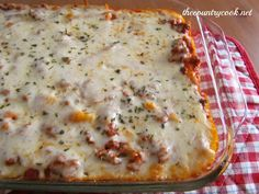 The Pizza Pasta Bake! The Country Cook: 30 Favorite Ground Beef Recipes.I LOVE this website. Such simple and easy recipes. I'll definitely be trying some of her recipes! Easy Baked Ziti, Baked Penne, Baked Ravioli, Meat Recipes, Dinner Recipes, Cooking Recipes, Recipies, Dinner Ideas, Yummy Recipes
