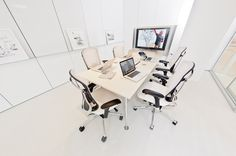 CLUBtalk™ integrates people, technology and furniture to provide more opportunities for effective collaboration.