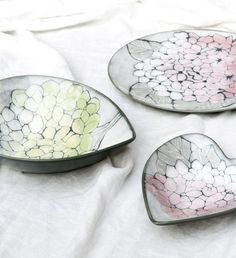 Hortensia Heart Bowl | Pentik | The Hortensia products of Pentik Studio collection thrill with their light green and pink flowers. The Hortensia range includes a round plate and two heart-shaped bowls. The bowls are excellent serving dishes, and the plates can be hanged on wall to jazz up the atmosphere. Pentik Studio makes ceramic art for home decoration. We have the passion for creating long-lasting beauty.