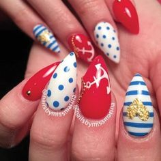 These nautical acrylic nails are ready to set sail!