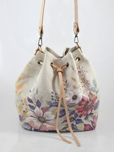 My flower creative days and nights blubers sashe sk Fabric Handbags, Fabric Bags, Cute Purses, Purses And Bags, Painted Bags, Denim Bag, Quilted Bag, Handmade Bags, Canvas Tote Bags