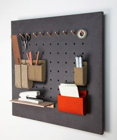 Amazing Pegboard Projects to decorate and organize your home. Tips, tricks, projects and pegboard tutorials. Ideas Para Organizar, Ideias Diy, Office Organization, Organizing, Diy Design, Design Set, Shelving, Furniture Design, House Design