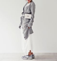 Passion for fashion, grey fashion, fashion mode, fashion beauty, womens fas Grey Fashion, Look Fashion, Fashion Beauty, Winter Fashion, Womens Fashion, Fashion Trends, Street Looks, Street Style, Mode Style