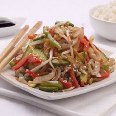 The chop suey is a splendid recipe that you will love, I assure you. It is very simple and has a delicious combination of vegetables and proteins that will nourish your body. Meat Recipes, Asian Recipes, Cooking Recipes, Healthy Recipes, Ethnic Recipes, Comida China Chop Suey, Chop Suey Recipe Chinese, Bean Sprout Recipes, Gourmet
