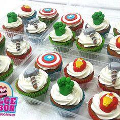Cupcakes de tus Super Héroes favoritos. Pidelos llamando o escribiendo al WhatsApp 0988684709 #cake #tortasybocaditos #dulcesabor #guayaquil #marvel #CaptainAmerica #avengers #ironman #hulk #cupcakespersonalizados #CUPCAKES Marvel Cupcakes, Avenger Cupcakes, Marvel Cake, Avengers Birthday Cakes, Superhero Birthday Party, Incredible Hulk Party, Amazing Cakes, Super Hero Cupcakes, Iron Man Birthday