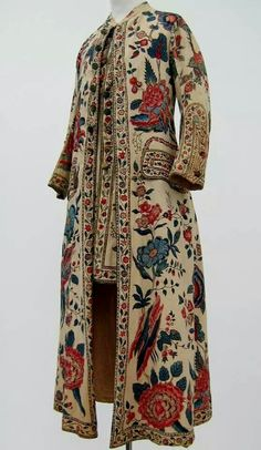 """1750-1790 Netherlands - Gentlemen, perhaps you are working from your studio or spending the day reading and writing letters - just the thing in 18th century """"at home"""" wear. Bold palette, Chintz dressing gown with attached waistcoat, c. 1750-1799. Collection Centraal Museum, Utrecht, The Netherlands."""