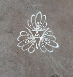Rangoli Patterns, Rangoli Kolam Designs, Rangoli Designs With Dots, Rangoli Designs Images, Kolam Rangoli, Flower Rangoli, Beautiful Rangoli Designs, Simple Rangoli, Free Hand Rangoli Design