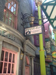 Tour Wizarding World of Harry Potter - Our 14 Can't Miss attractions and tips and tricks to have your best vacation at Universal Orlando.