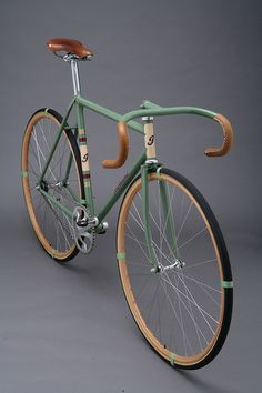 Vintage cool fixed-gear bike