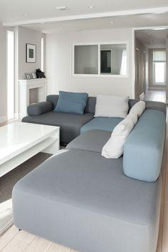 グレーを基調にした空間に合わせ、フリッツ・ハンセンのソファでコーディネート。リビングで最もこだわったのはマントルピース。「FILE」がディテールをデザインし、特別に制作したもの。 Furniture Ideas, House Design, Couch, Living Room, Interior, Home Decor, Settee, Decoration Home, Sofa