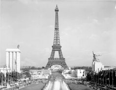 Speer's German pavilion (left) facing the Soviet pavilion (right), 1937 World's Fair, Paris
