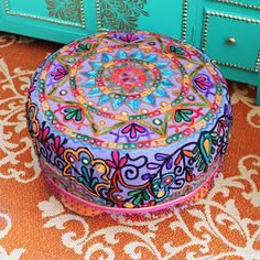 No Sew Ottoman/Tuffet. Make an ottoman in less than 2 hours without a single stitch! Tie Crafts, Book Crafts, Crafts To Sell, Crate Ottoman, Diy Ottoman, Round Ottoman, Diy Craft Projects, Sewing Projects, Bohemian Furniture