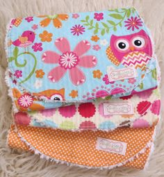 This owl burp cloth set is perfect for that new baby girl. These polka dot burp cloths make a great baby shower gift for that new or expecting mom. This super chic and stylishly contoured chenille bur