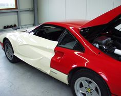 mactac-soignies-films-adhésifs-decoration-véhicule-sport-MACfleet-6500-Application-demonstration-red-Ferrari-car-Intax-Germany-004
