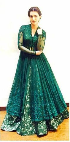 Kriti Sanon African Traditional Wedding Dress, Traditional Dresses, Indian Bridal Wear, Indian Wear, Muslim Fashion, Indian Fashion, Indian Dresses, Indian Outfits, Indian Look