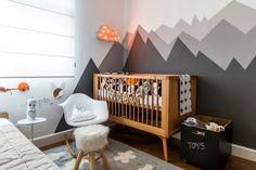 RENATA CASTELLO, mãe de JOÃO GABRIEL,usou a paleta de cinza para o quarto do seu bebê. Projeto bem-resolvido de ALLISON CERQUEIRA e RENATA FRAGELLI.