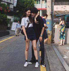 fashion Adorable Casual Style Looks Korean Couple, Ulzzang Couple, Ulzzang Girl, Couple Posing, Couple Shoot, Cute Korean, Korean Girl, Couple Goals Cuddling, Couple Aesthetic