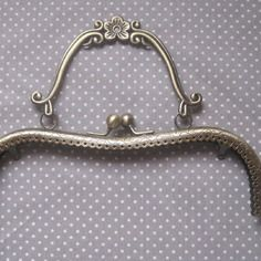 Fermoir sac 21 cm avec sa poignée style vingtage couleur bronze