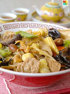 Easy recipe for Buddha's Delight/Luo Han Zhai, a popular vegetarian dish in Chinese and Buddhist cuisine. Easy recipe for Buddha's Delight/Luo Han Zhai, a popular vegetarian dish in Chinese and Buddhist cuisine. Vegetarian Dish, Vegetarian Recipes, Cooking Recipes, Healthy Recipes, Seafood Recipes, Delicious Recipes, Chinese New Year Dishes, Chinese Food, Chinese Bowls