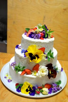 Wedding cake with edible flowers, half frozen cake with merinque and hazelnuts.