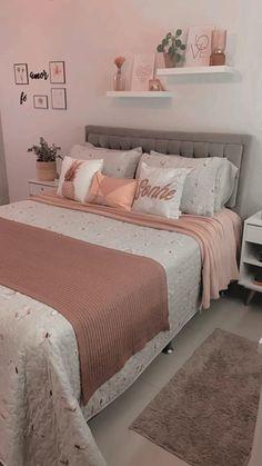 Modern Teen Bedrooms, Bedroom Decor For Teen Girls, Cute Bedroom Ideas, Pink Bedrooms, Bedroom Ideas For Women, Paris Bedroom, Gold Bedroom, Small Room Bedroom, Pink Bedroom Design