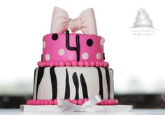 Birthday cake with bow and hot pink:)