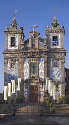 The Parish Church of Santo Ildefonso in Porto has a facade covered in blue and white ceramic tiles. Architecture Baroque, Amazing Architecture, Visit Portugal, Spain And Portugal, Cathedral Church, Old Churches, Destination Voyage, Chapelle, Most Beautiful Cities