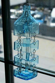 DIY Glass Bottle Wind Chime Craft, Brück Brigitte, Craft Befleckt Source by . Glass Bottle Crafts, Wine Bottle Art, Diy Bottle, Glass Bottles, Vodka Bottle, Bottle Lamps, Bottle Candles, Recycled Wine Bottles, Recycled Glass