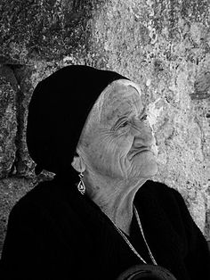 Old lady in the Abruzzo, Italia