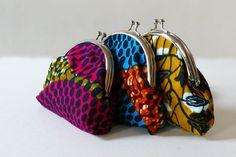 Grand porte-monnaie fantaisie en coton wax au motif africain de la boutique MELOKANE sur Etsy