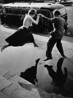 La pluie et les conséquences sont bien traité par les photographes noir et blanc