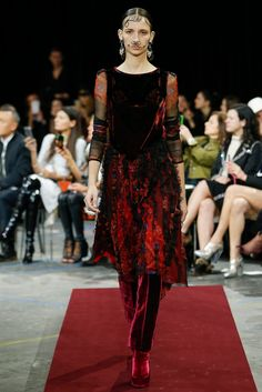 Givenchy Fall 2015 Ready-to-Wear Fashion Show - Waleska Gorczevski (OUI)