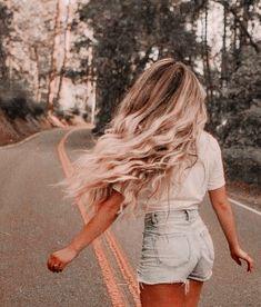 Hair Inspo, Hair Inspiration, Fashion Inspiration, Tumbrl Girls, Foto Casual, Brown Blonde Hair, Beach Blonde Hair, Blonde Honey, Medium Blonde