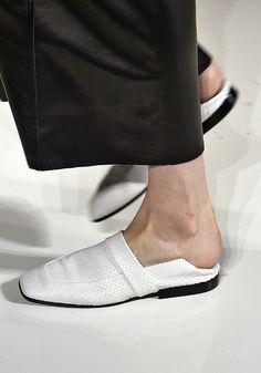 Em Nova York e Milão, a onda é pisar no calcanhar dos sapatos