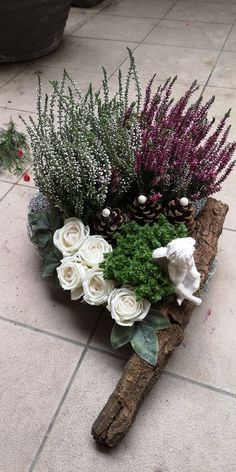 One Night Stands, Ikebana, Flower Decorations, Funeral, Decoupage, Christmas Wreaths, Floral Wreath, Holiday Decor, Floral Arrangements