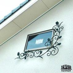 エクステリア施工事例:ロートアイアン窓枠飾り Iron Window Grill, Iron Garden Gates, Iron Windows, Signage, Wire, Exterior, Gardening, Doors, Frame