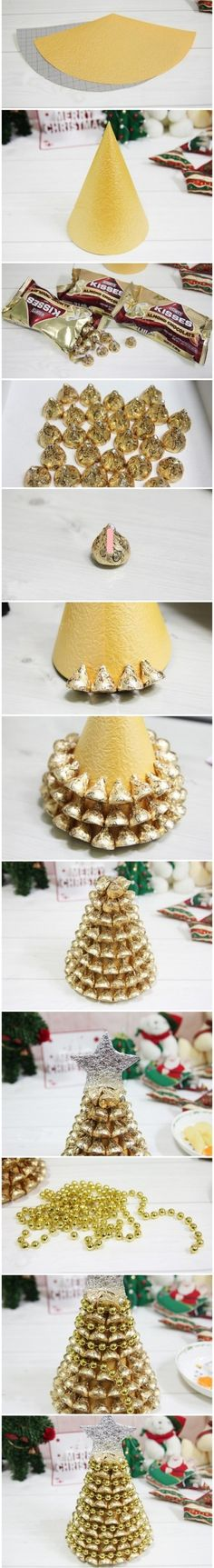 DIY Christmas Tree craft - Would be pretty with different colors too! Diy Christmas Tree, Christmas Projects, Winter Christmas, All Things Christmas, Christmas Holidays, Christmas Decorations, Tree Decorations, Christmas Ideas, Xmas Trees
