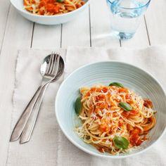 Spaghetti with tomato, roasted eggplant and smoked mozzarella cheese Roast Eggplant, Asian Recipes, Ethnic Recipes, Pasta Noodles, Spaghetti, Pasta Dishes, Mozzarella, Food, Tomatoes