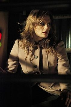 Kate has another Burberry coat to add to her collection! This fudge coloured crêpe wool coat has ornate seam detail that defines the elegant silhouette Castle Series, Castle Tv Shows, Stana Katic Hot, Castle 2009, Richard Castle, Castle Beckett, Tailored Coat, Burberry Coat, Great Tv Shows