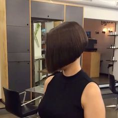 "Gefällt 49 Mal, 1 Kommentare - Felice Capelli (@boblovers) auf Instagram: ""Haircut by @cagancrea #bobhaircut #undercut #carrè #sidecutstyle #bobhairstyle #rasatura #shorthair…"""