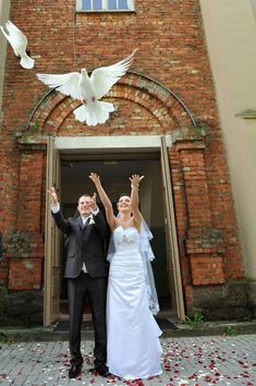Newlyweds Releasing White Doves Couple On Their Wedding Day
