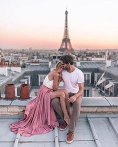 💕✈️ Travel couple goals created by ↡ 📍Made in Paris, France 🇫🇷 and remember, tag us or use so we can feature your photos! Couple Posing, Couple Shoot, Cute Couples Goals, Couple Goals, Couple Photography, Photography Poses, Travel Photography, Friend Photography, Paris Photography