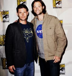 J2 at Comic Con 2013 #SupernaturalCast Jensen in a Batman t-shirt and Jared in a NASA t-shirt,,, can I say NERDS! :D