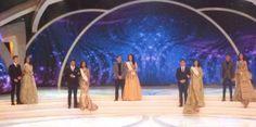 Stefan William Gandeng Miss Bengkulu Tadi Malam, saat 5 Besar Miss Indonesia naik ke panggung untuk sesi jawab pertanyaan Liliana Tanoesoedibjo.