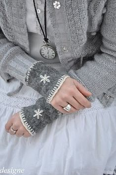 Thinking of upcycling old sweaters and use the sleeves for wrist warmers. Accent with embroidery around the hems and maybe a motif. Mori Fashion, Womens Fashion, Alter Pullover, Old Sweater, Upcycled Sweater, Gray Sweater, Jumper, Forest Girl, Wrist Warmers