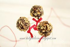 Rocky road brownie pops: Mini brownies in your hand