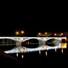 #Puente de #Triana, #Sevilla - El puente de hierro más antiguo en #España // #Seville #Siviglia #Sevilha #Spain